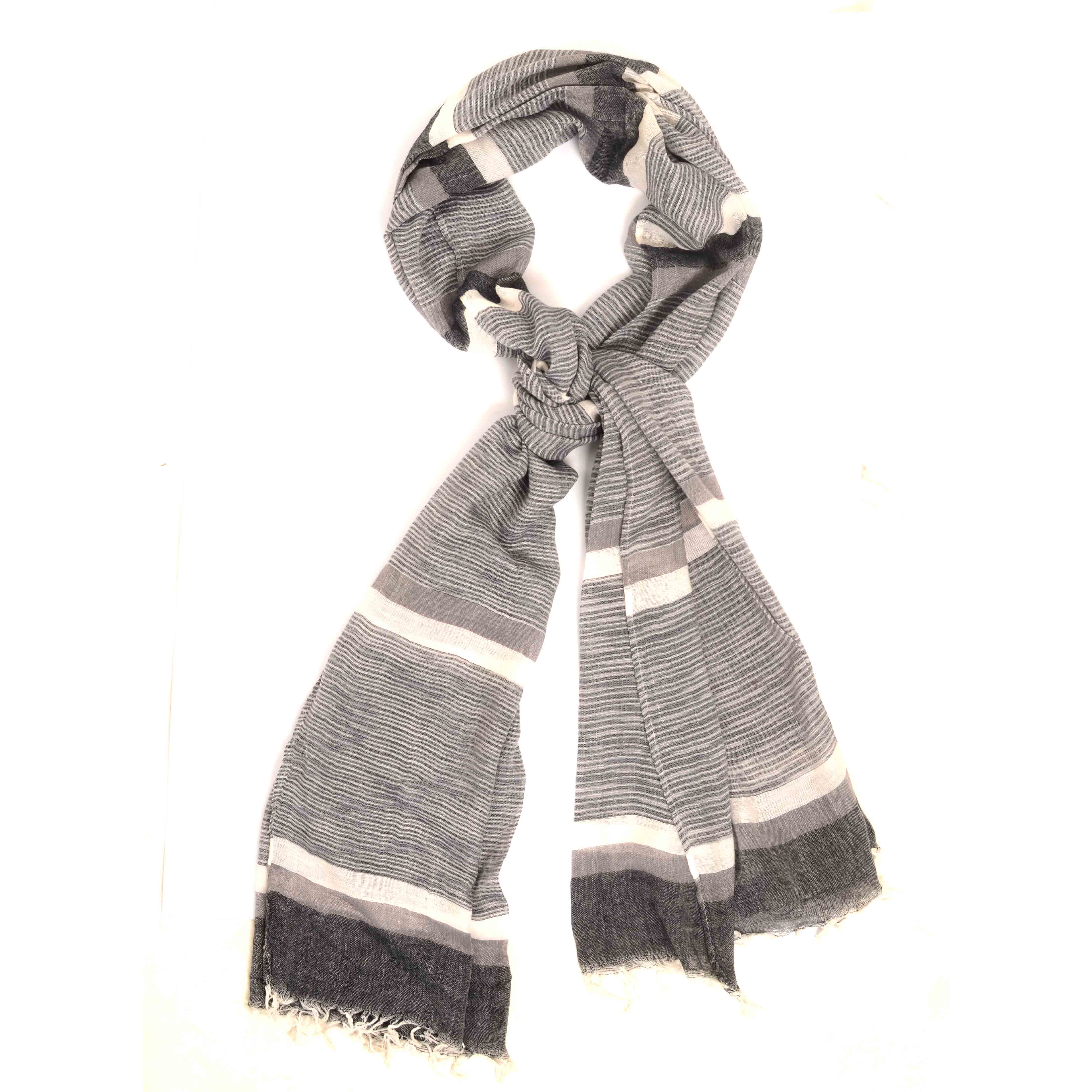 Mailo   Scarf with stripe dessin in a variation op grey tints